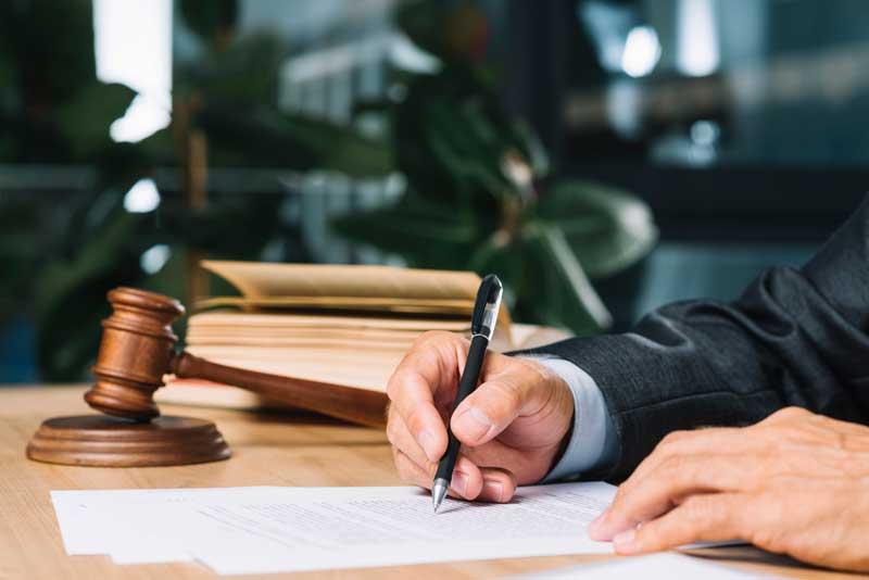 איך מוצאים בקלות עורכי דין