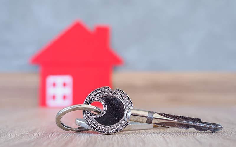 פיצוי שוכר מפונה בשל התנהגות כוחנית של בעל הדירה